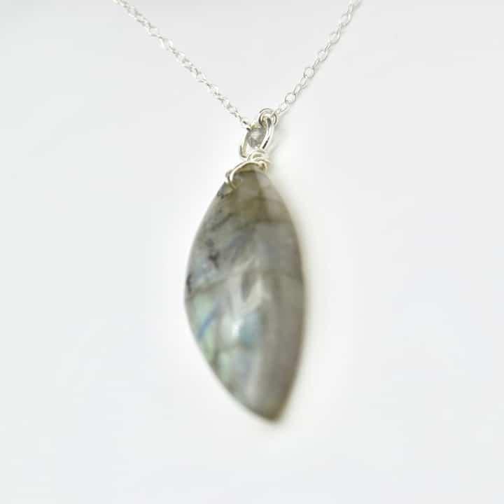 sautoir-labradotrite-piece-unique-collection-bijoux-pierres-lithoterapie-argent-naturel